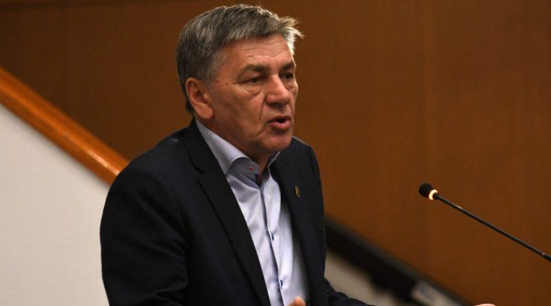 """Kako Kasumović """"rješava"""" probleme: Ostavlja radnike na cjedilu, potpisuje ugovore s novim prijevoznicima"""