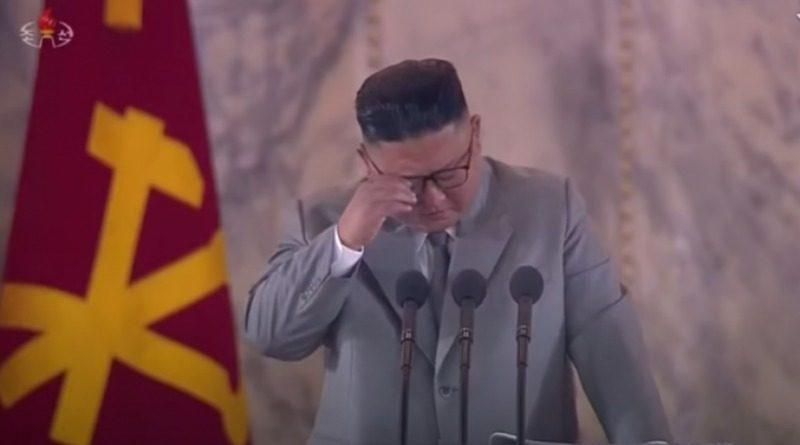 Kim Jong Un zaplakao na vojnoj paradi (VIDEO)