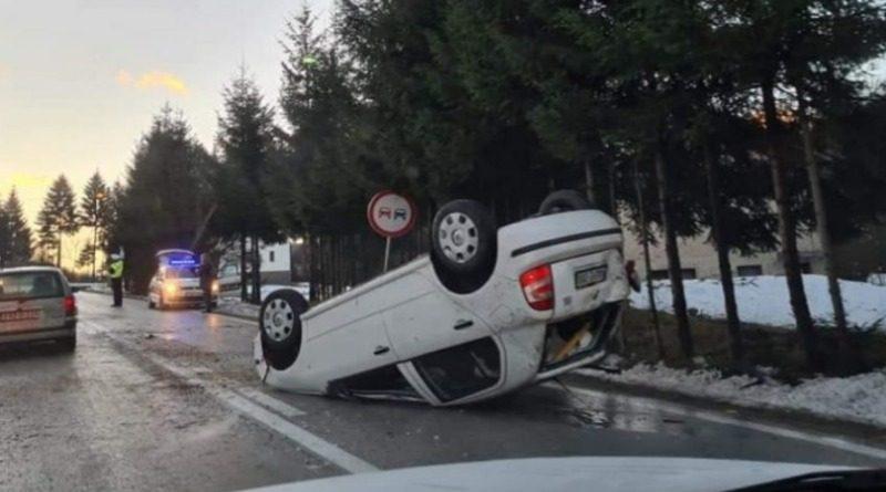 FOTO: Na putu Busovača – Kiseljak prevrnuo se automobil