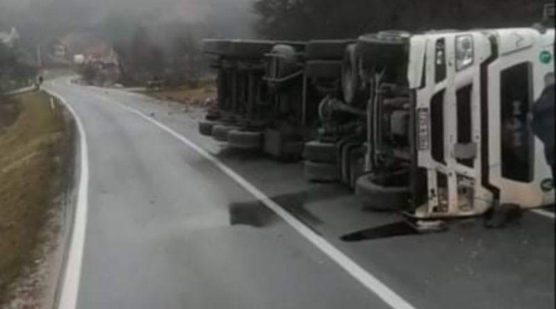 Prevrnuo se kamion kod Donjeg Vakufa