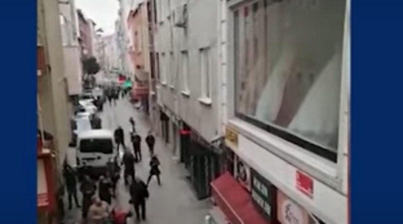 DRAMATIČAN VIDEO: Bacila četvero djece kroz prozor da ih spasi od požara