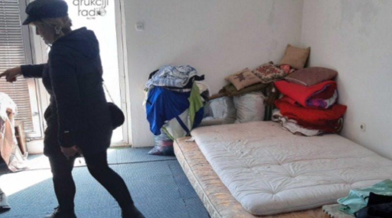 FOTO/ Novi Travnik: Migranti provalili kuću u gradu, vršili nuždu, razbijali stakla, opuške bacali…..